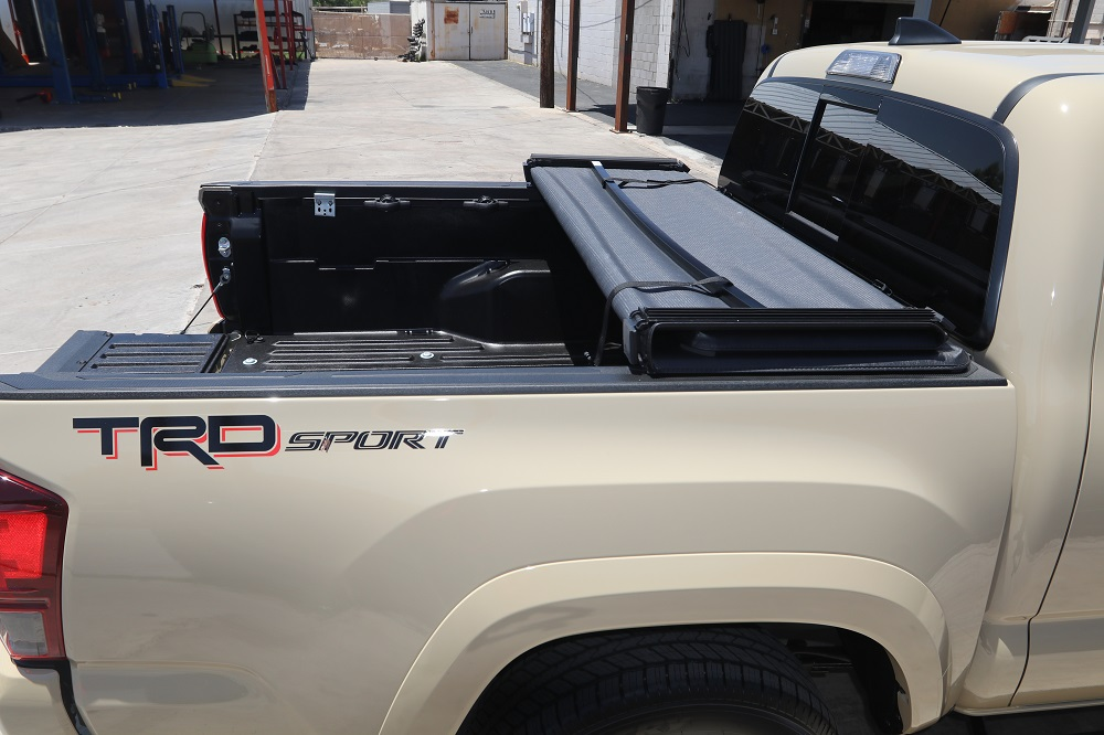 TRIFECTA 2.0 EXTANG TACOMA TRUCK BED COVER