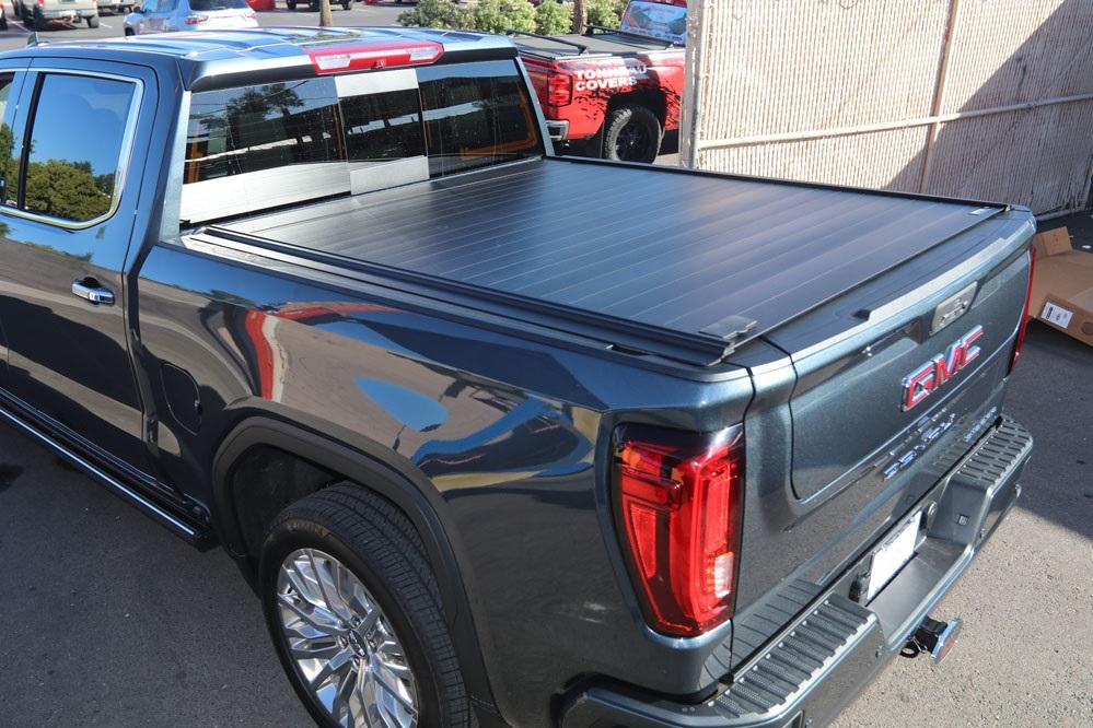 2019 GMC Denali Retractable truck bed cover RetraxPRO MX